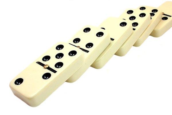 Las fichas de dominó también pueden hacerse de madera.