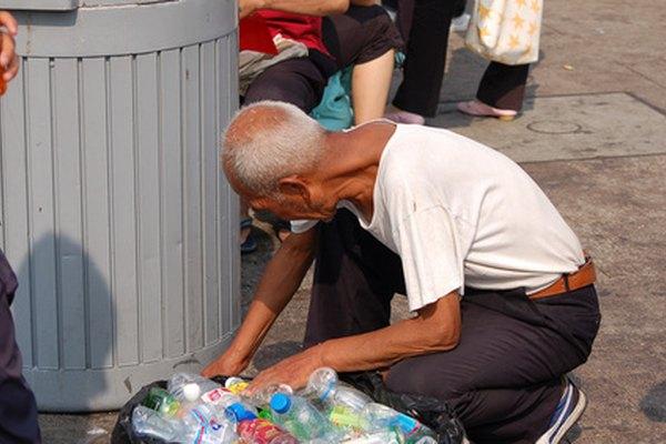 Las organizaciones sin fines de lucro reciben donaciones que los ayudan en sus causas, como ayudar a los pobres.