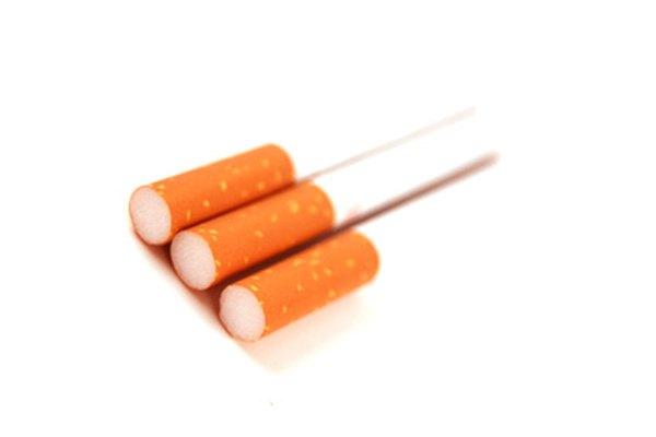 Enrolla tus propios cigarrillos a mano o utilizando una máquina para enrollar.