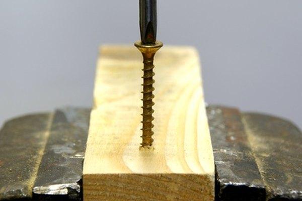La reparación de un agujero de tornillo estropeado es simple.
