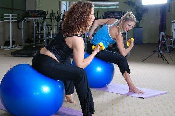 El gimnasio cuenta con un ambiente divertido y alegre, y puede ser un lugar ideal para trabajar.