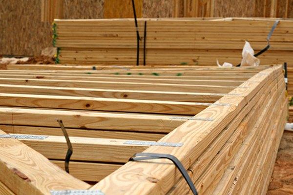 Las armaduras de techo se simplifican mediante el cálculo de dimensiones de triángulos rectos.