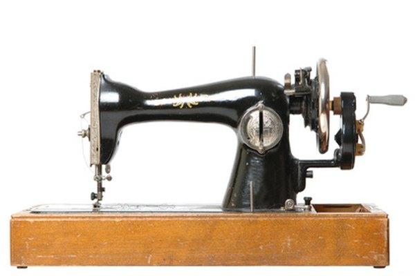 Una máquina Singer antigua todavía puede funcionar con un poco de mantenimiento.