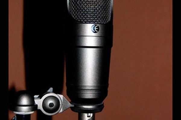 Un micrófono espera al siguiente orador.