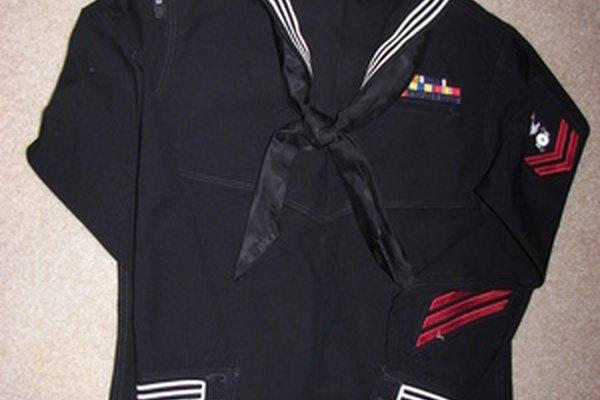 La admisión de la Academia Naval de Estados Unidos depende de las calificaciones escolares y médicas.