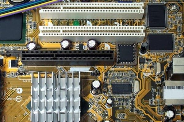 Las tiendas pequeñas de computadoras se basan en el marketing innovador para atraer a los clientes de los competidores más grandes.