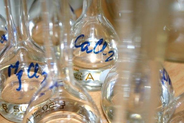 La mayoría de los metales alcalinos y alcalinotérreos producen hidrógeno cuando se mezclan con agua.