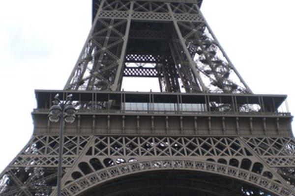 La Torre Eiffel es una famosa torre de París.