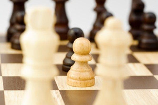un negocio es como un cubo de ajedrez con la meta estratégica de ganar y las maniobras tácticas diseñadas para combatir las piezas del oponente.