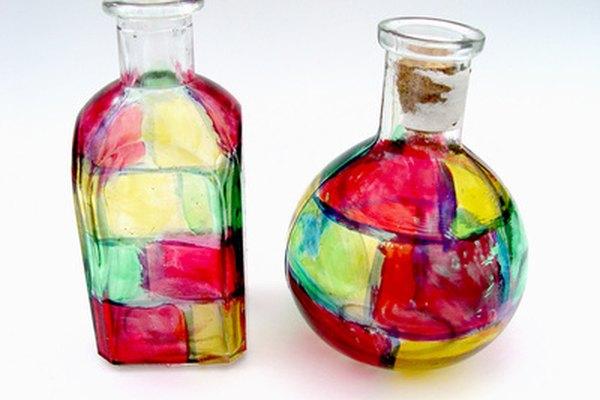 Las botellas de vidrio rotas pueden convertirse en arte de vidrio fundido.