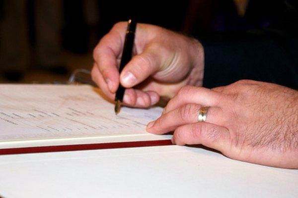 Las verificaciones de antecedentes de pre empleo pueden acelerarse asegurándose de que todos los documentos estén firmados y sean correctos.