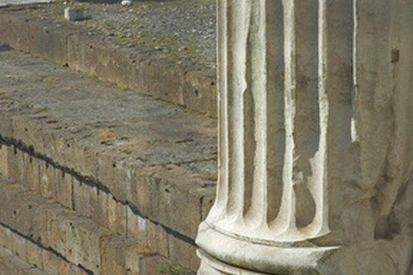 Puedes hacer imitaciones de columnas romanas o griegas con formas para construcción estándar.