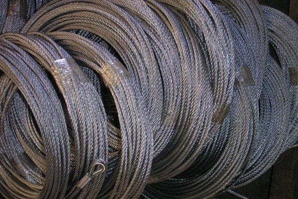 Las propiedades físicas y químicas del cobre lo hacen adecuado para su uso en cables eléctricos.
