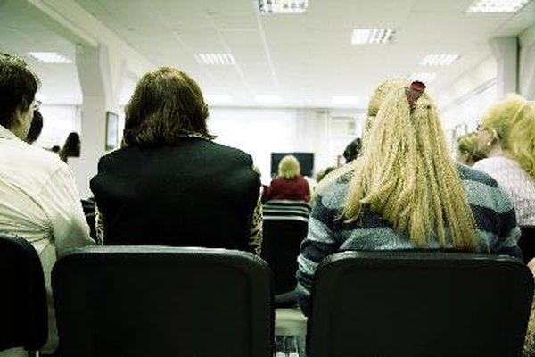 Las conferencias a menudo incluyen presentaciones sobre los desarrollos recientes en el campo correspondiente.