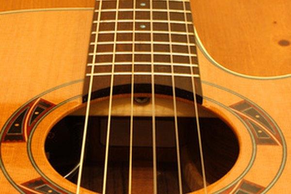 Con rasgueo o golpes, la guitarra es el instrumento icónico de la música española.