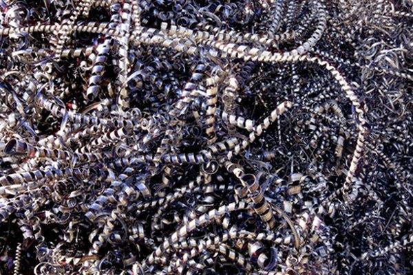 Los trozos de metal pueden ser derretidos y remoldados utilizando fundición de arena.