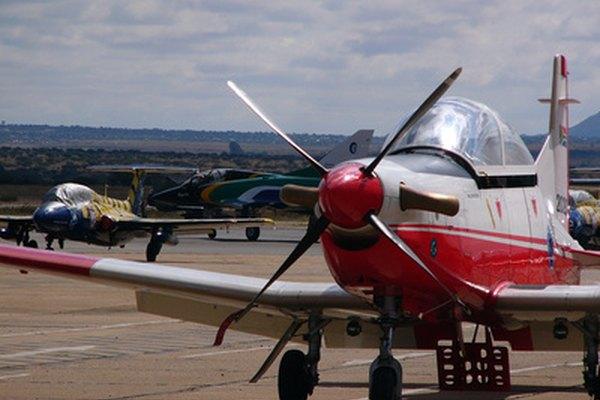 La mecánica de aviación requiere herramientas especiales.
