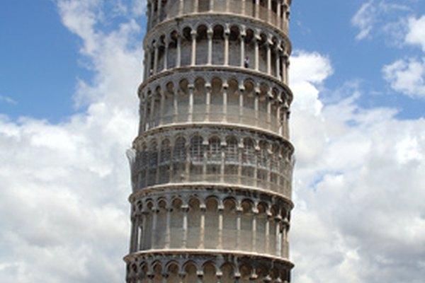 Crea una actividad artística de la Torre inclinada de Pisa con los niños.