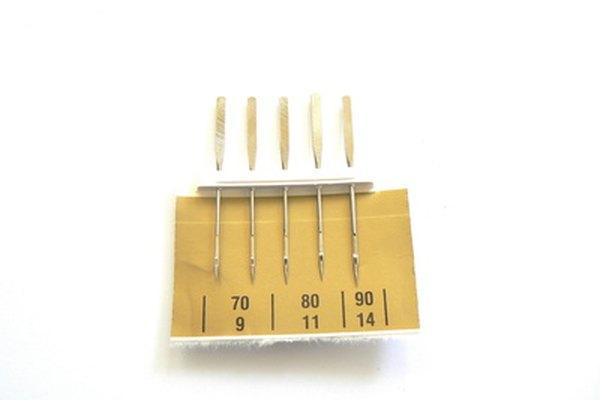Las agujas de las máquinas de coser pueden quebrarse si son viejas o muy pequeñas.