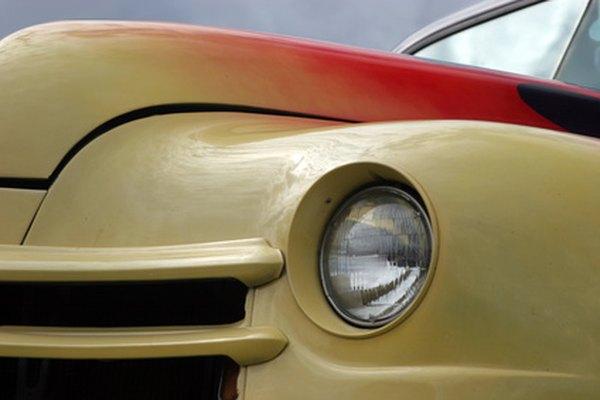 Crea trabajos personalizaos de pintura de automóviles con un aerógrafo.