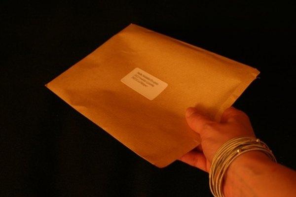Escribe la dirección postal correctamente antes de entregar la correspondencia a la oficina postal.