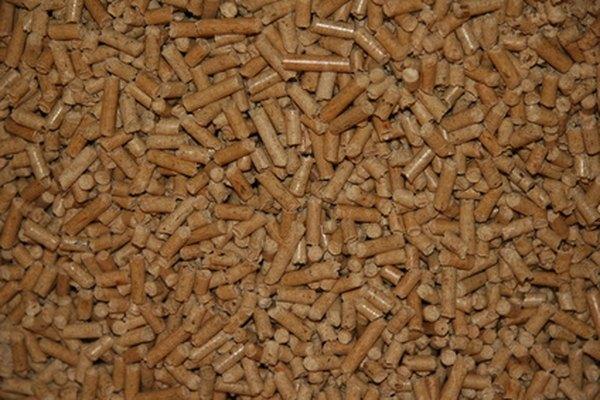 Las bolitas de combustible para estufas de pellets se componen de residuos de madera, de papel, de la biomasa o del cultivo.