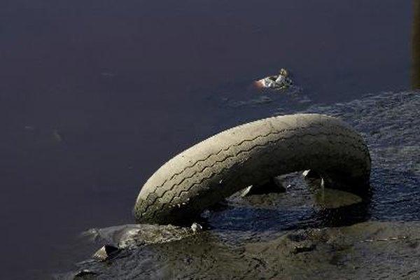 El Vibrio cholerae está presente en el agua contaminada.