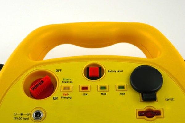 Usa un cargador de baterías para hacer un cortador de espuma de cable caliente