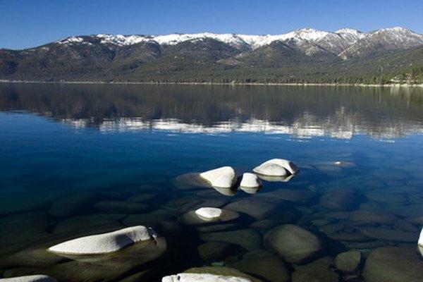 Lake Tahoe se encuentra en la frontera entre Nevada y California.