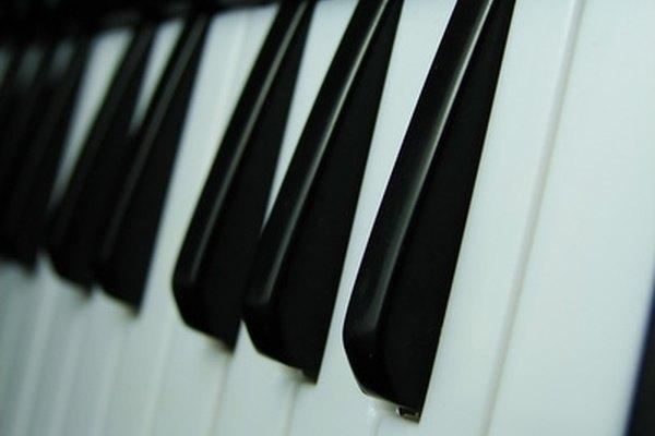 Jugar juegos antes del ensayo del coro ayuda a que los niños se diviertan más y ganen confianza.