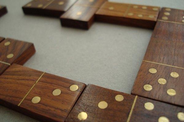 Aprende a jugar dominó cubano.