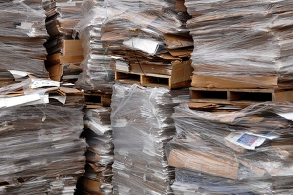 Luego de convertir el cartón en pulpa, el concreto de papel puede ser un material de construcción duradero.