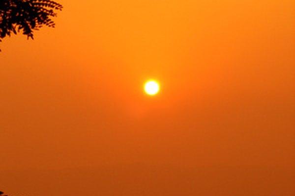 Los diferentes ángulos de la radiación solar ayudan a determinar las estaciones terrestres.