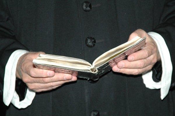 Aprende a escribir una carta a un sacerdote.