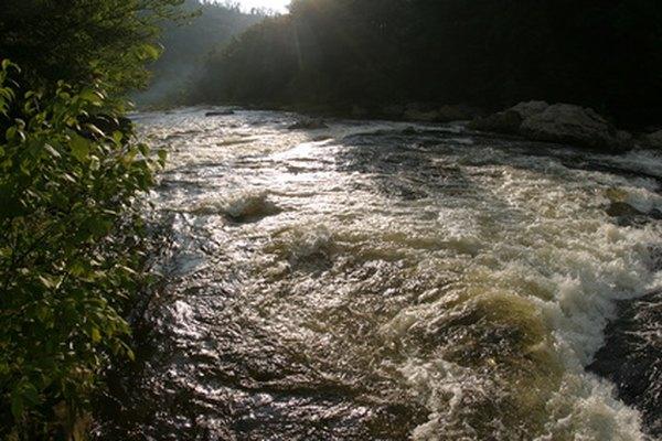 Captura la belleza de un río con las acuarelas.