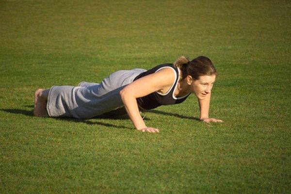 Las solicitantes mujeres deben completar por lo menos 18 flexiones en dos minutos