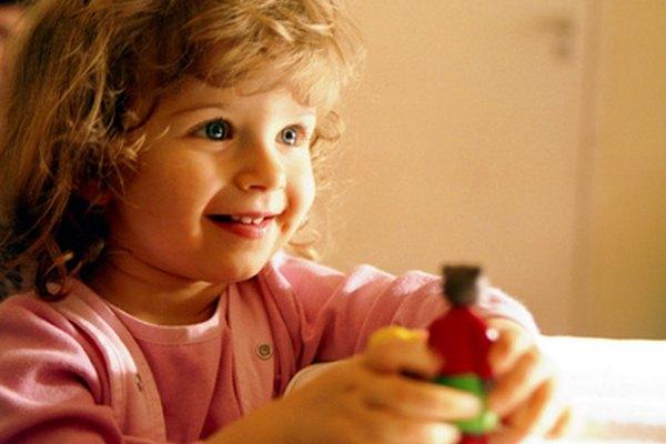 La teoría de Bruner dice que los niños participan activamente en el proceso de aprendizaje.