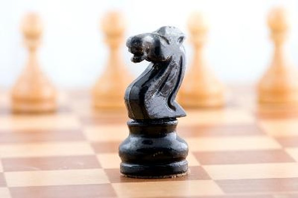 Aprende a tallar tus propias piezas de ajedrez.