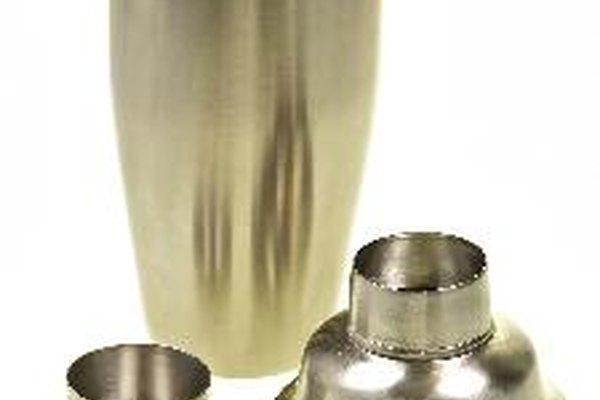 Las cocteleras son usadas para mezclar completamente todo tipos de cocteles.
