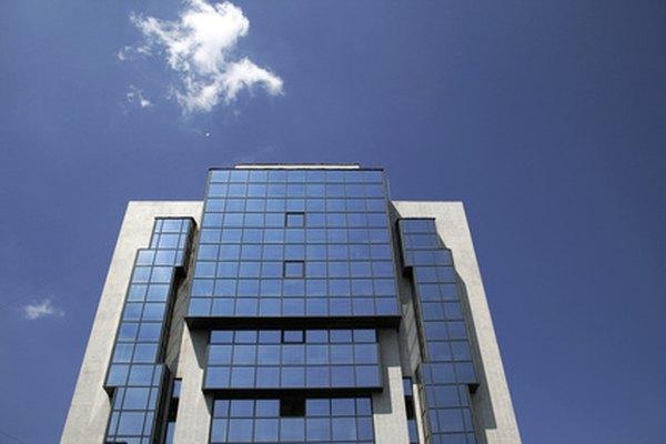 Las compañías de limpieza de oficinas sirven a negocios grandes y pequeños.