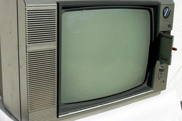 Un rectificador de selenio, que se encuentra comúnmente en los televisores hasta la década de 1980, convierte la corriente.