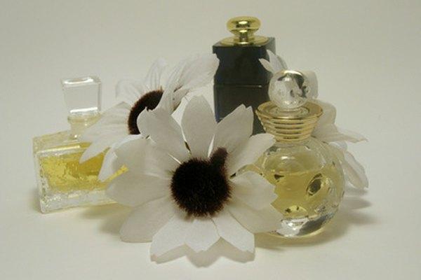 El aceite de fragancia necesita otro solvente para ayudar a mezclarse con agua.