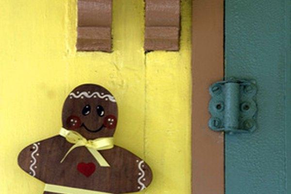 Haz un disfraz de hombre de jengibre con fieltro marrón.