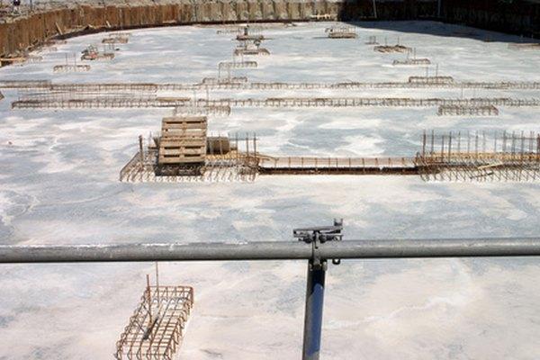 Los pernos de anclaje unen las vigas estructurales de los edificios a sus cimientos.