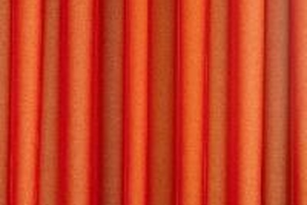 Usar cortinas aislantes te ayudará a ahorrar dinero.