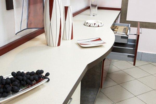La kitchenette es un espacio pequeño equipado como cocina.