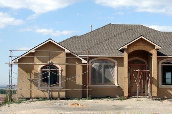 Crea un andamio de madera para utilizarlo durante una construcción.