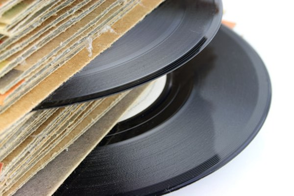 Puedes reparar las marcas, las manchas y el pegamento de las portadas de los discos.