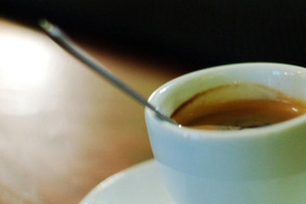 Utiliza tazas elegantes de cristal para servir café u otras bebidas calientes es común en Austria, España y la India.