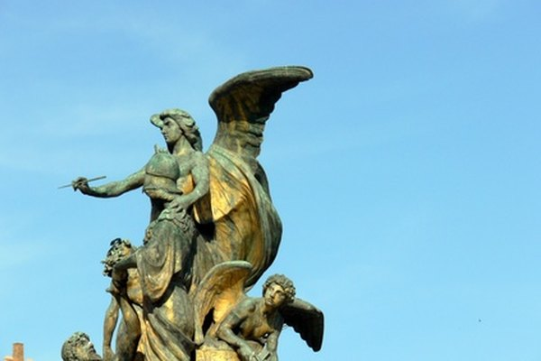 Las estatuas de bronce genuinas tienen una pátina no uniforme que se extiende sobre la superficie completa.